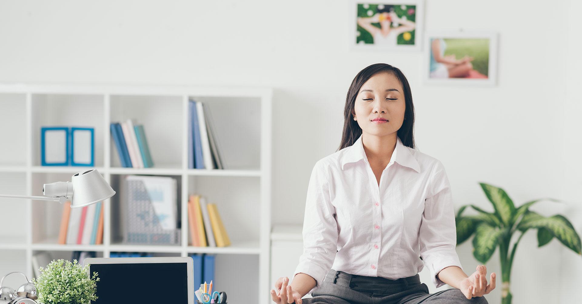Ejercicios para la oficina que te ayudarán a relajarte