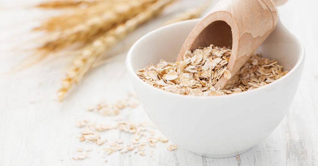 La avena tiene diversas propiedades que ayudan a mantener saludable el corazón.