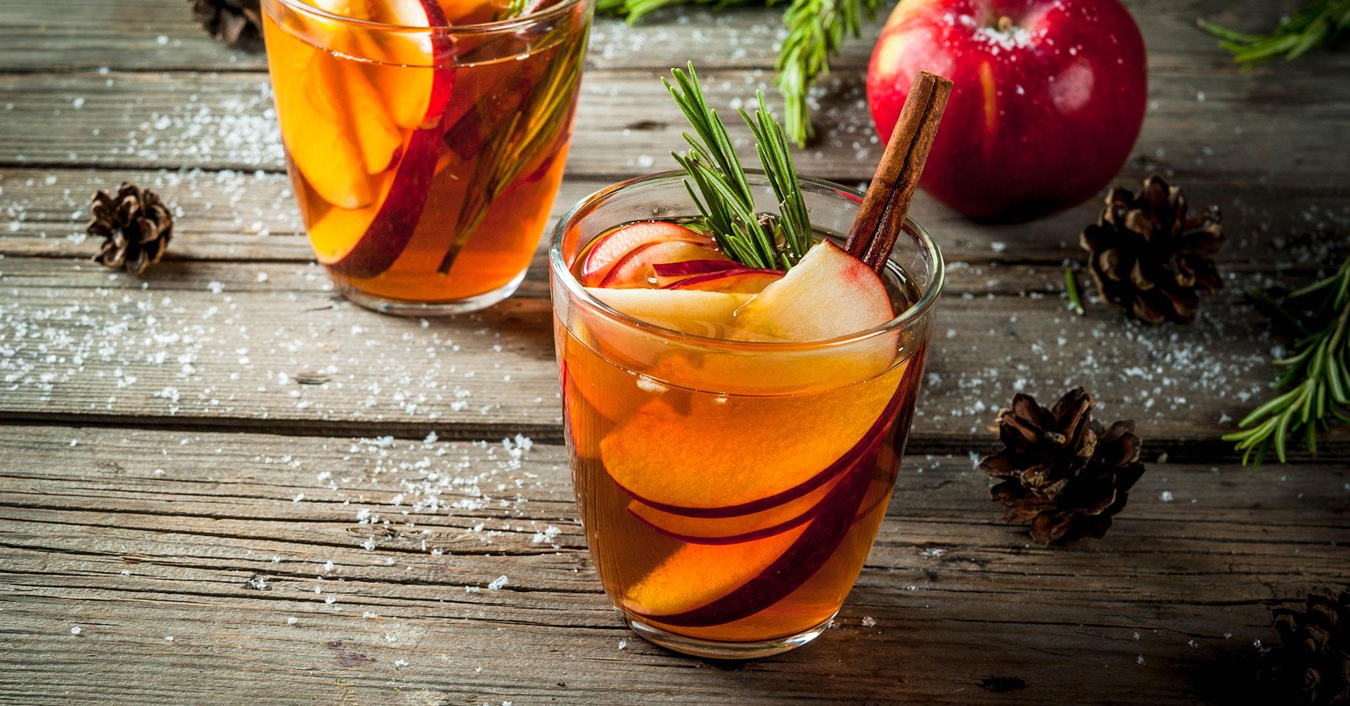 Refréscate con un jugo de manzana y avena