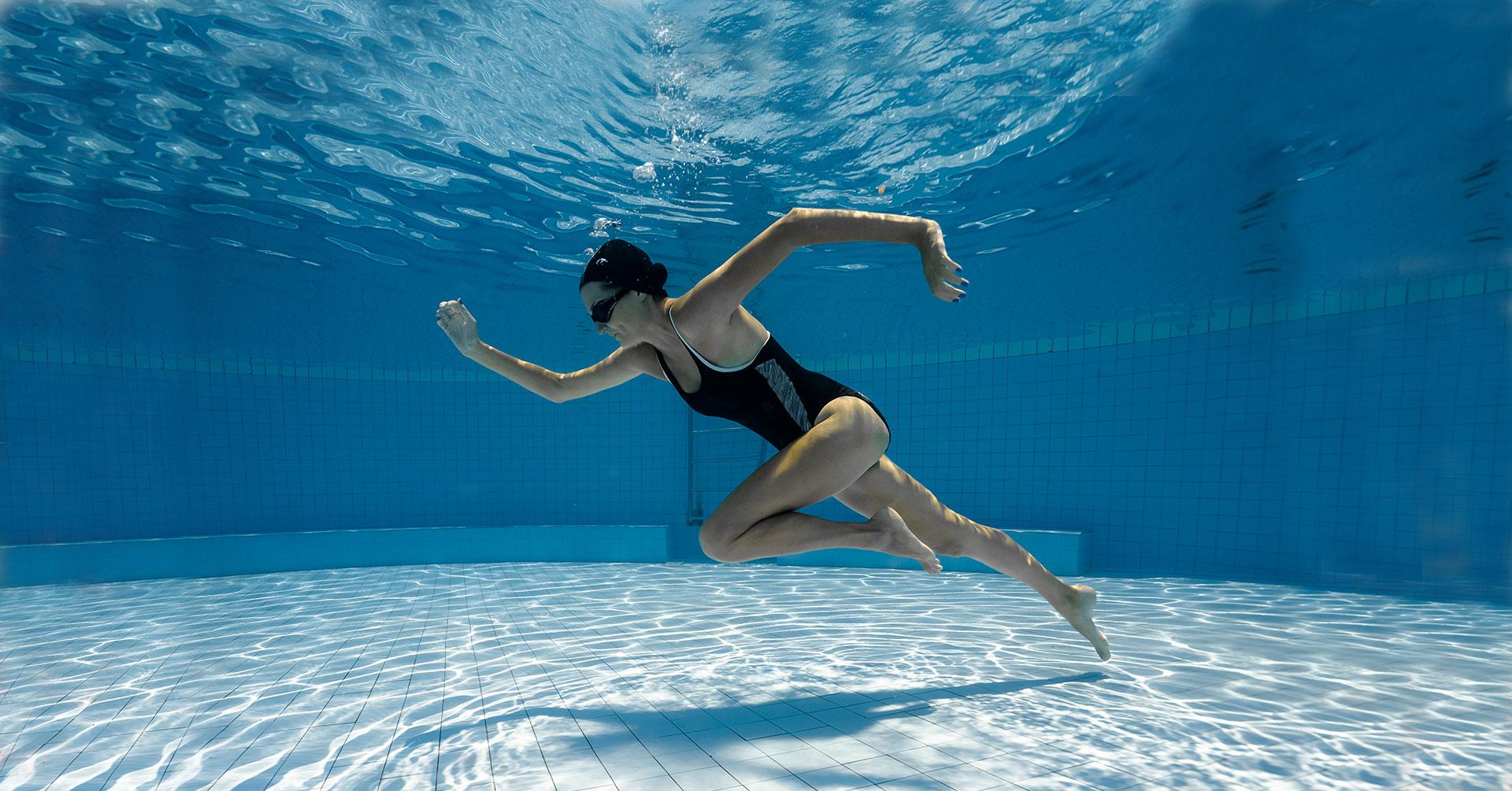 Nadar o correr, ¿cuál es el mejor ejercicio para bajar de peso?