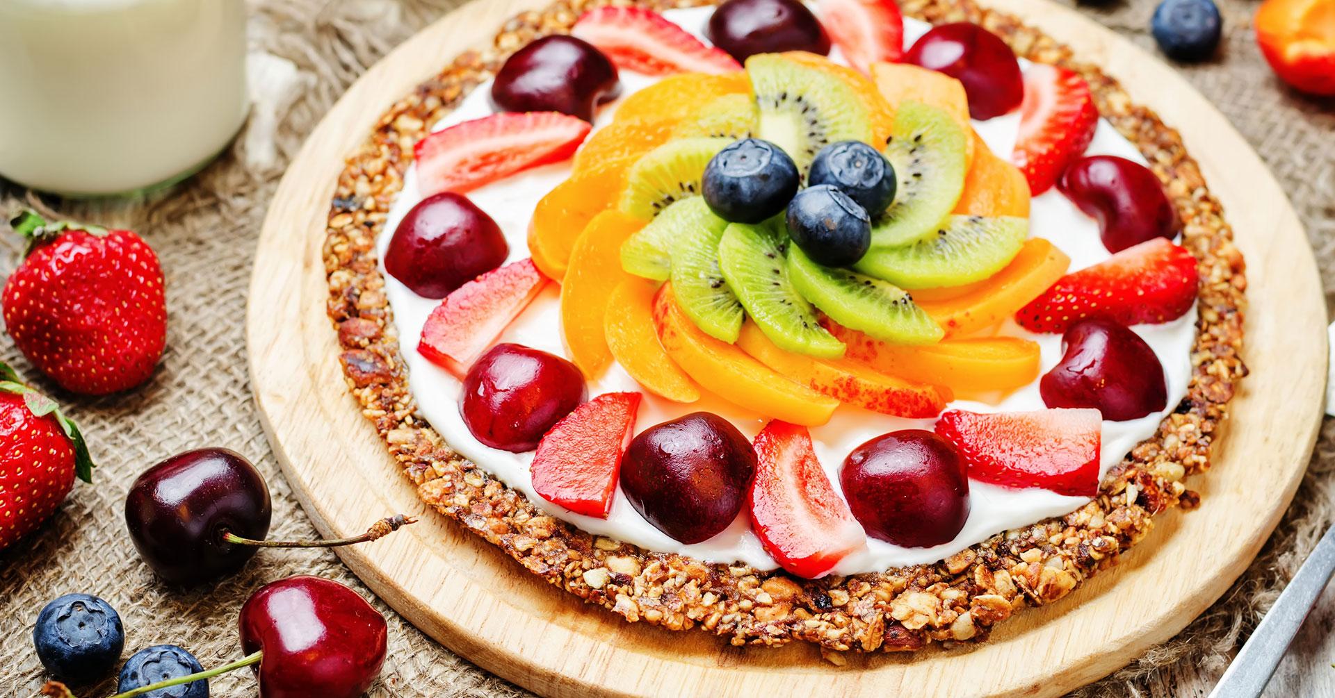 Cocina una deliciosa pizza dulce con frutas