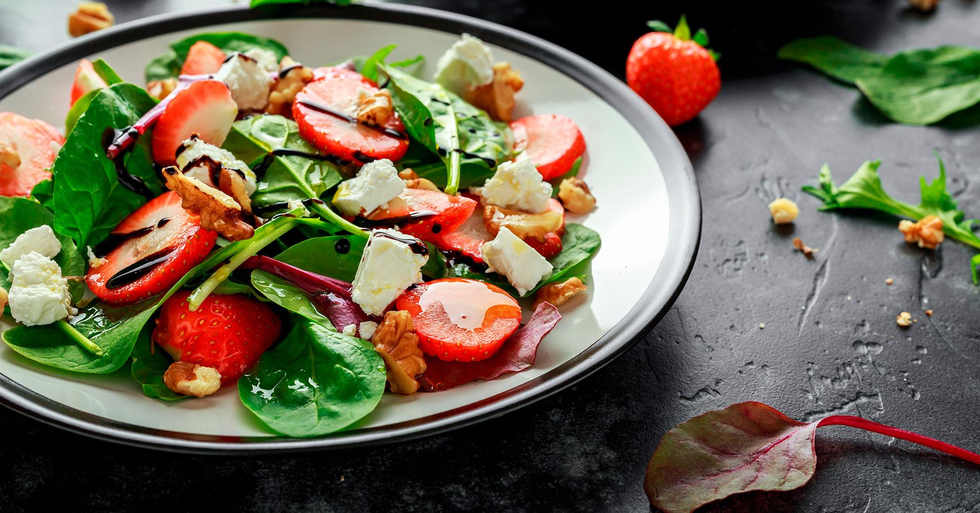 Ensalada de espinacas y avena para tu dieta saludable