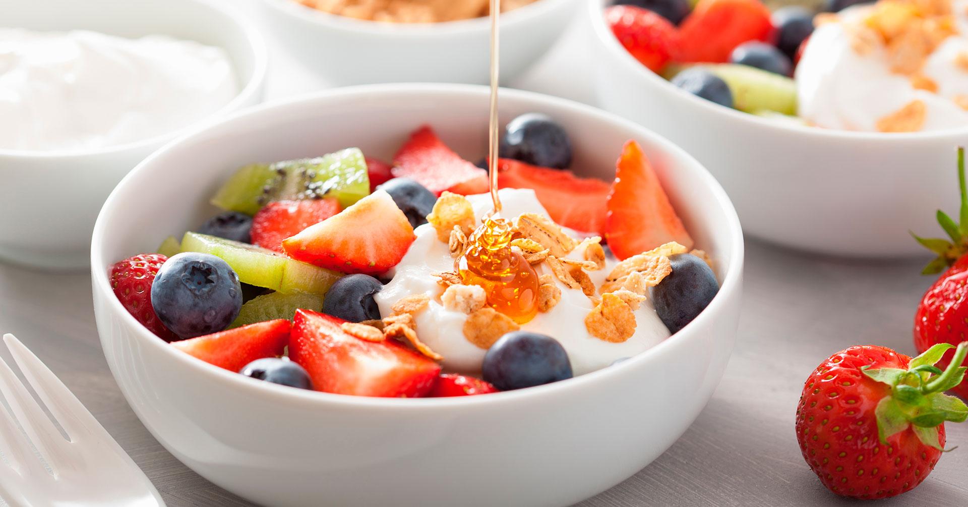 Ensalada de fruta fresca y granola
