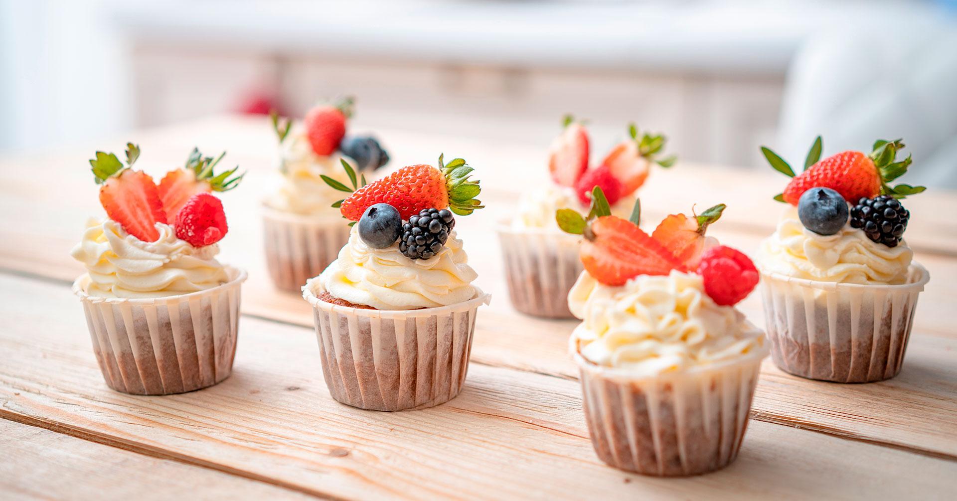 Frosty cupcakes de arándano y granola