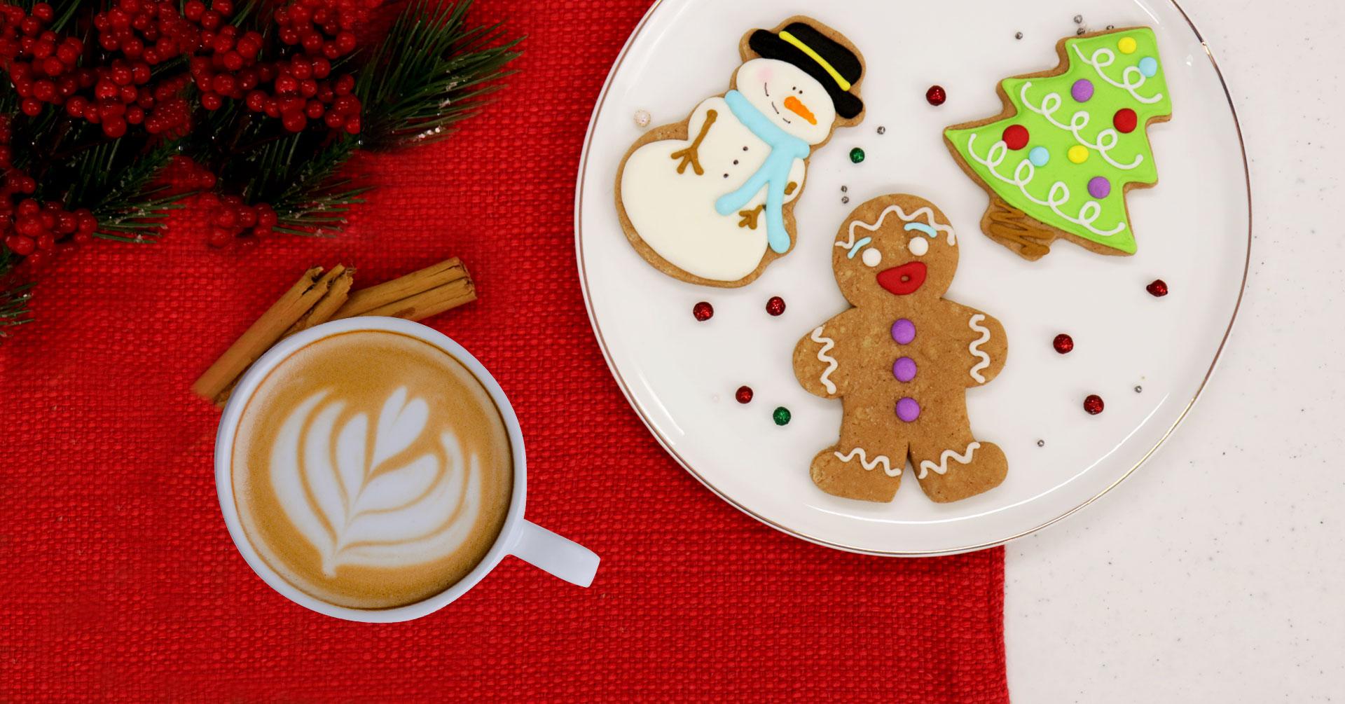 Cocina galletas de jengibre con avena para Navidad