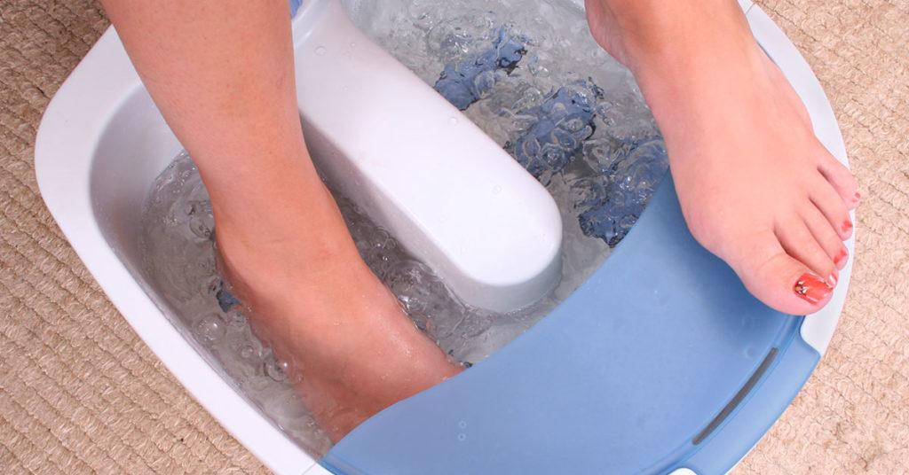 Usa agua fría con hielos para desinflamar.