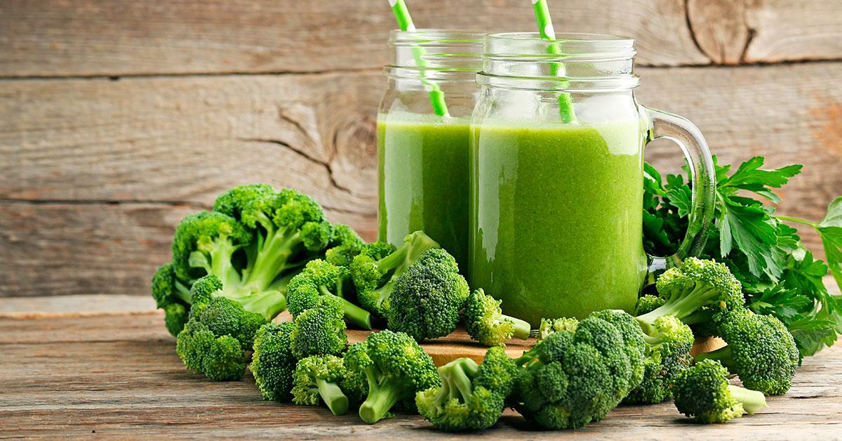 Jugo verde con brócoli y espinaca