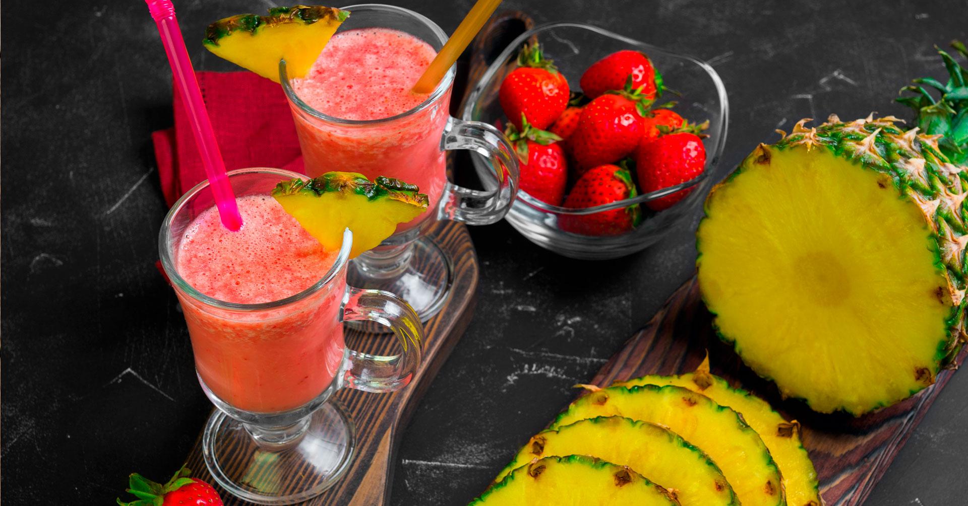 Batido de piña y frutos rojos