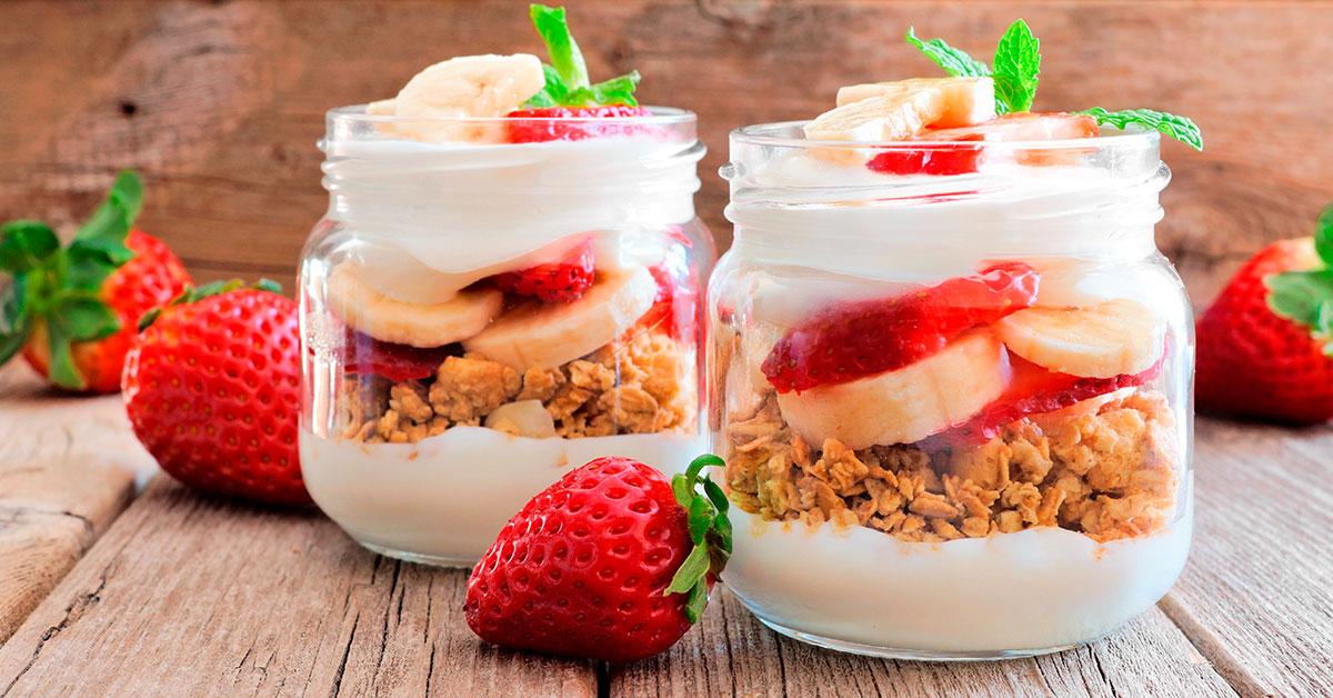 Parfait con granola y frutas