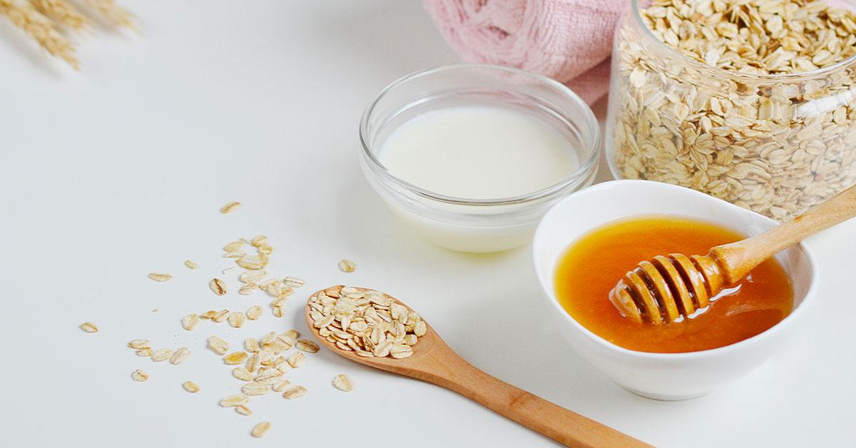 Remedio natural con leche, miel y avena