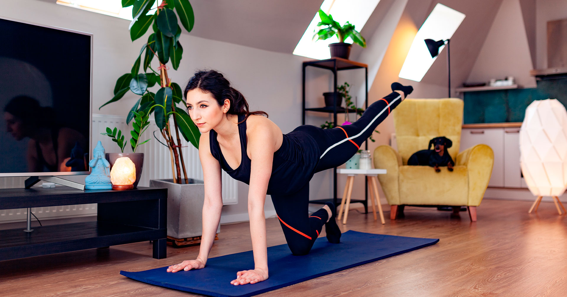 Actívate con esta rutina de ejercicios para mujeres en casa