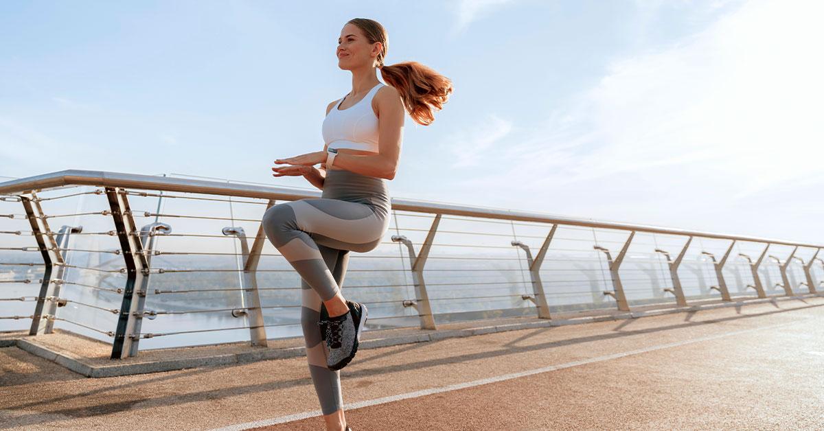 Ejercicios de calentamiento: levanta las rodillas