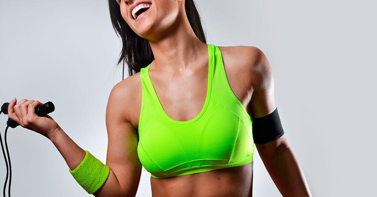 Fortalece tus músculos y huesos al saltar la cuerda.