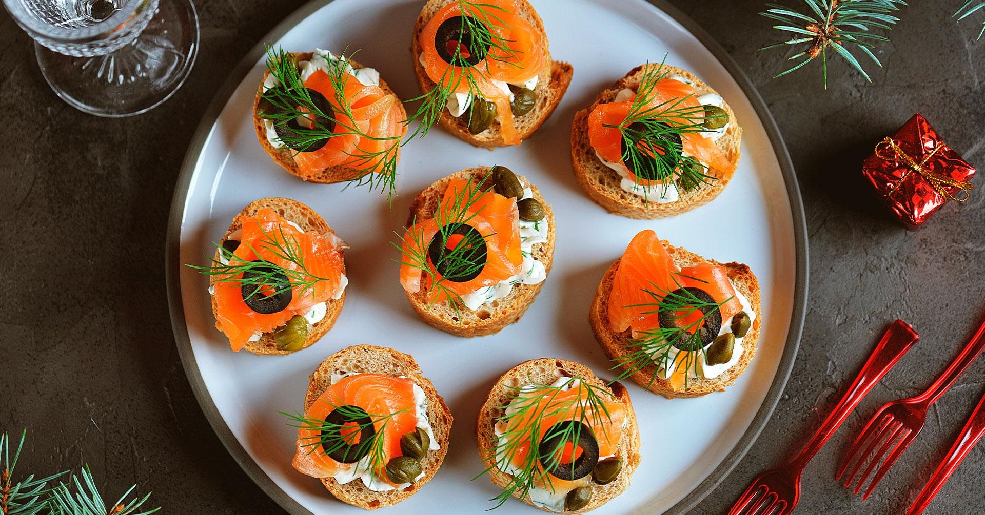 Canapés de salmón con pan de avena