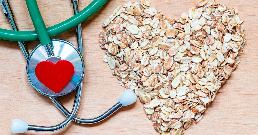 Imagen que muestra cómo la avena es un supercereal para combatir el colesterol.