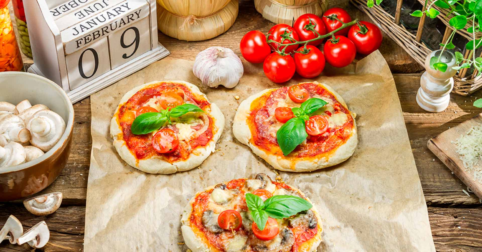 Pizzetas de avena con queso, hongos y tomates
