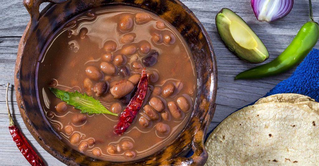 imagen de frijoles, otro alimento nutritivo típico en la gastronomía mexicana.