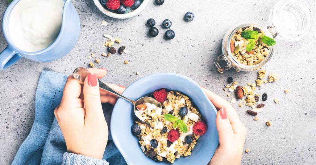 La avena integral no engorda, de hecho, te da saciedad para disminuir el hambre.