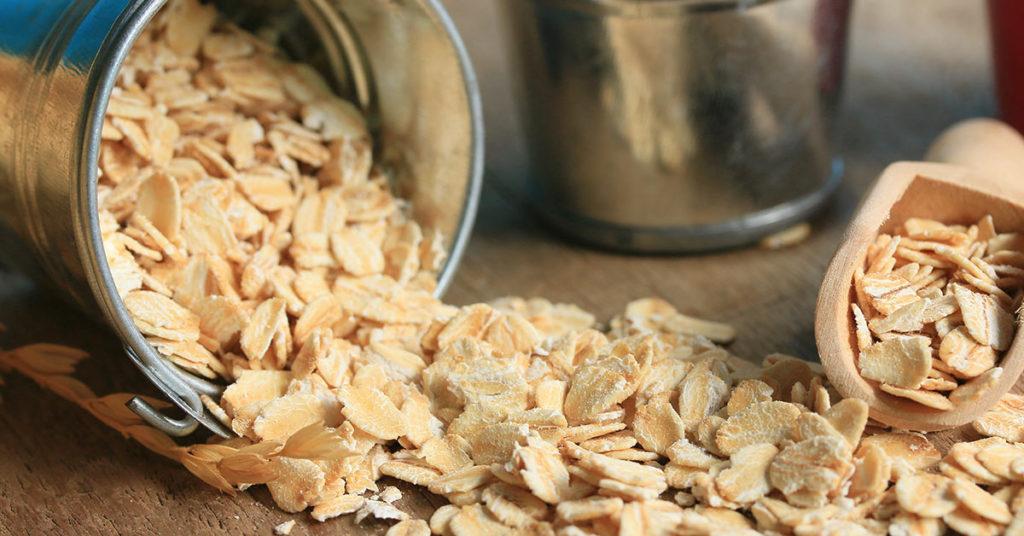 Imagen pque explica qué es la avena y como se prepara para su consumo.