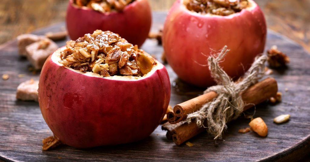 Imagen de manzanas al horno con granola