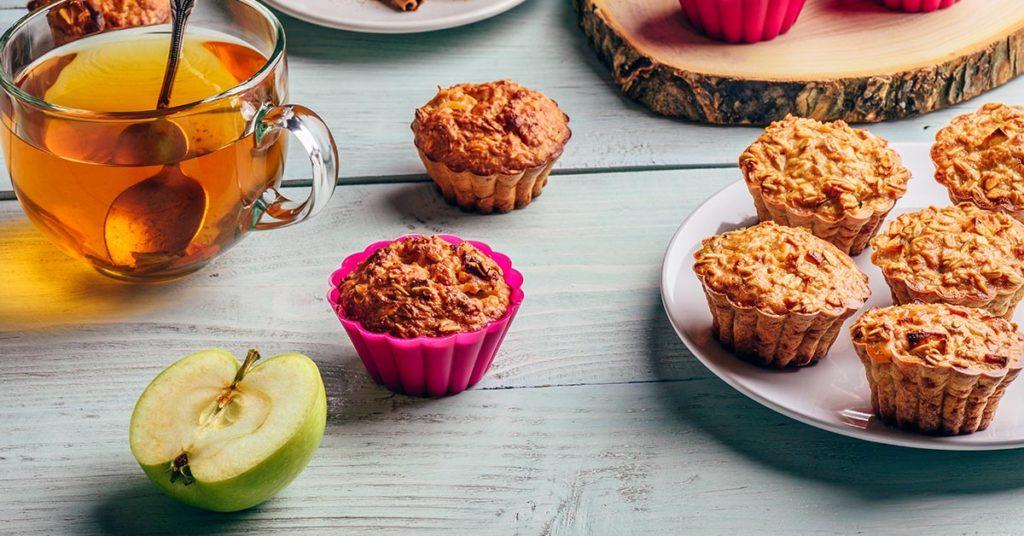 Imagen de muffins con manzana y granola