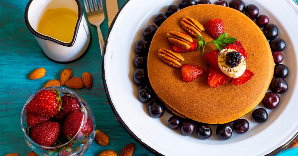 Imagen de hot cakes de avena con nuez y almendras